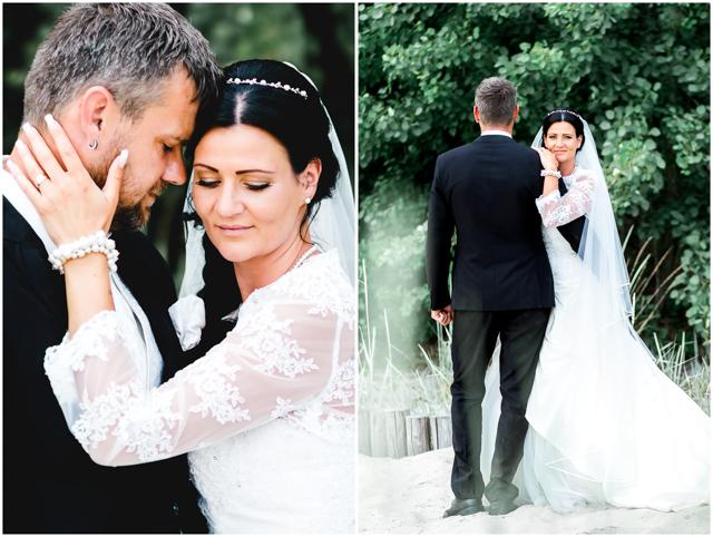 Hochzeitspaar steht verliebt zusammen am Strand Altefähr - Hochzeitsfotografie in Altefähr - Hochzeitsfotograf_Ruegen_Stralsund