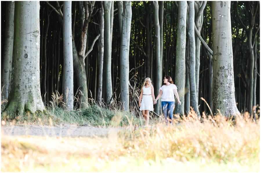 2 Frauen, Tante und Nichte gehen spazieren, Portraitfotografie, Fotograf Rostock, Mecklenburg Vorpommern