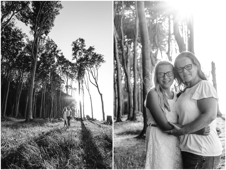 2 Frauen, Tante und Nichte stehen zusammen und im Hintergrund geht die Sonne unter, Portraitfotografie, Fotograf Rostock, Mecklenburg Vorpommern