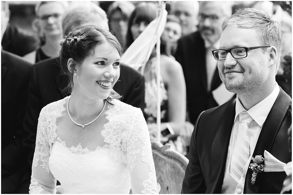 freie Trauung Braut_und_Braeutigam_Hochzeitsfotograf_Ruegen_Rostock_Richterfotografie_Hochzeitsfotografie auf Rügen
