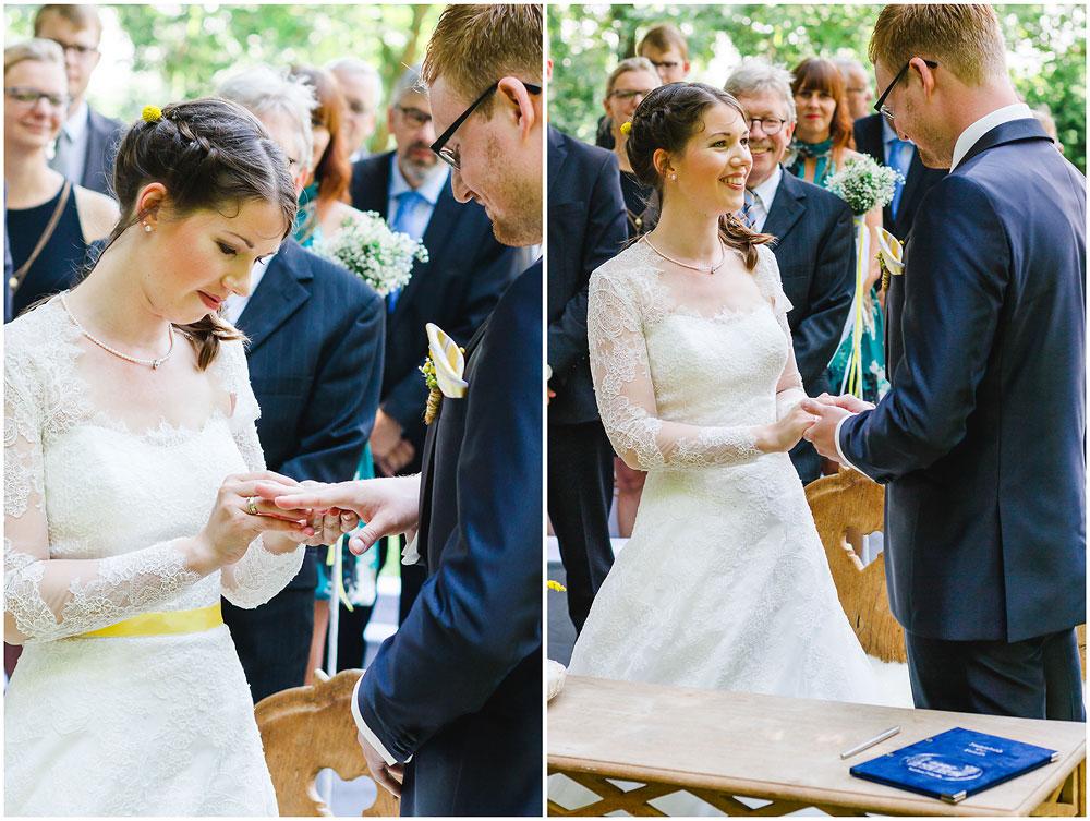 freie Trauung Ringtausch_bei_Trauung_Hochzeitsfotograf_Ruegen_Rostock_Richterfotografie_Hochzeitsfotografie auf Rügen