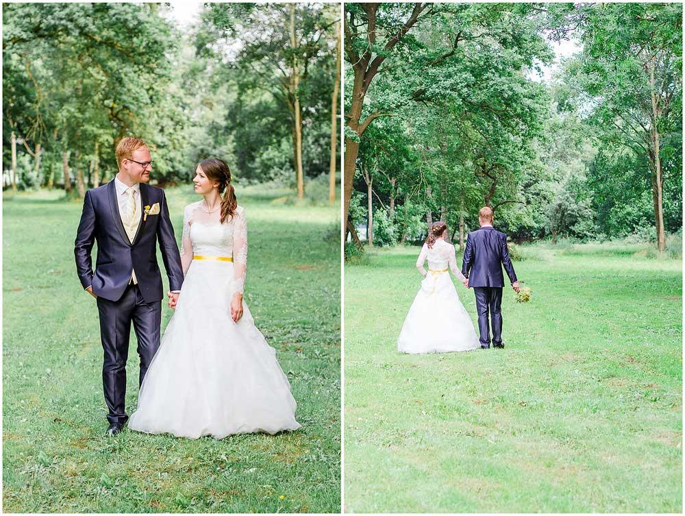 freie Trauung Brautpaar_geht_spazieren_Hochzeitsfotograf_Ruegen_Rostock_Richterfotografie_Hochzeitsfotografie auf Rügen