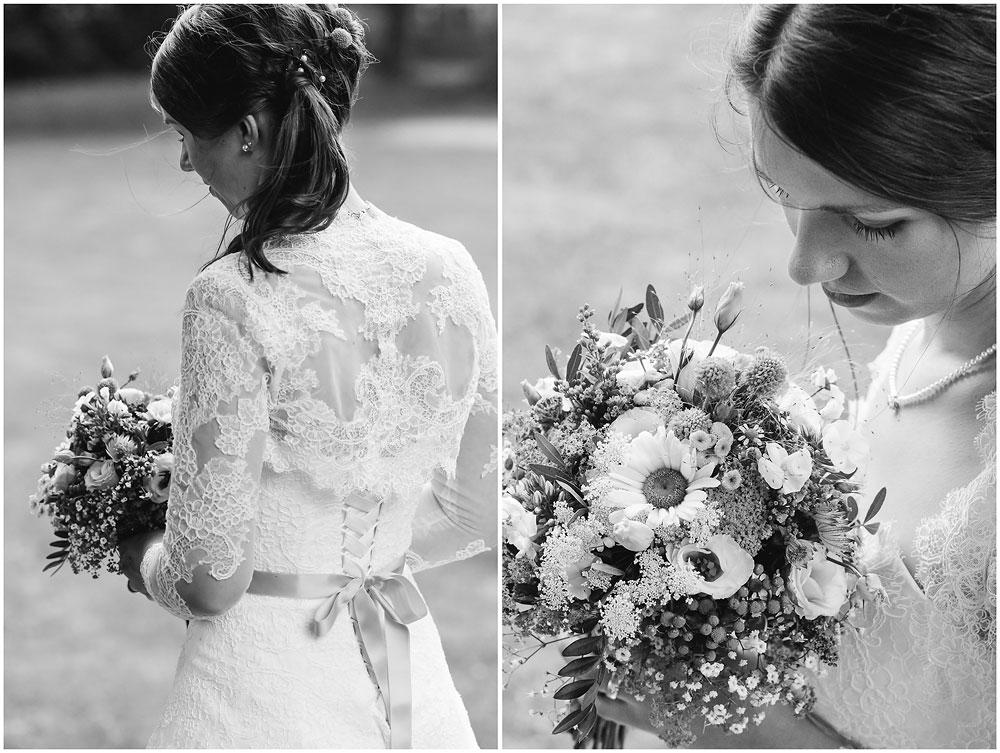 freie Trauung Braut_mit_Brautstrauss_Hochzeitsfotograf_Ruegen_Rostock_Richterfotografie_Hochzeitsfotografie auf Rügen