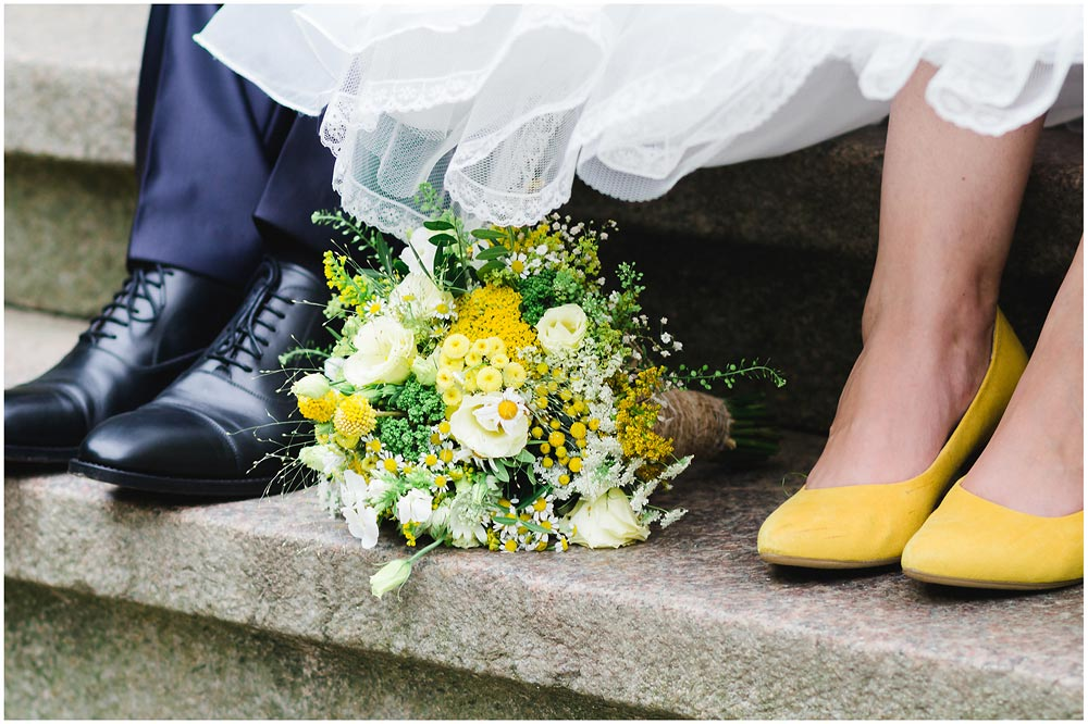 freie Trauung Fuesse_Schuhe_des_Hochzeitspaares_Hochzeitsfotograf_Ruegen_Rostock_Richterfotografie_Hochzeitsfotografie auf Rügen
