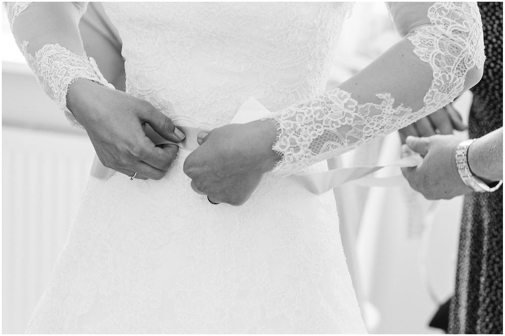 freie Trauung Braut_beim_Ankleiden_Hochzeitzfotograf_Ruegen_Hochzeitzfotograf_Rostock_Hochzeitsfotografie auf Rügen