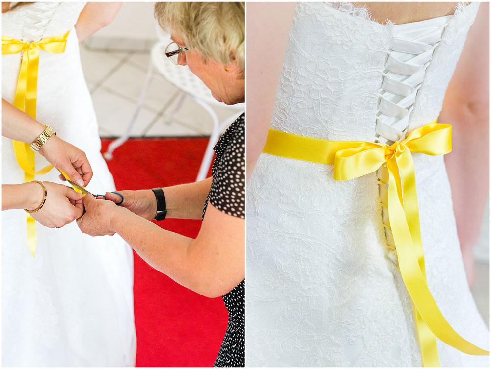 freie Trauung Braut_beim_Ankleiden_Getting_ready_Hochzeitzfotograf_Ruegen_Hochzeitzfotograf_Rostock_Richterfotografie_Hochzeitsfotografie auf Rügen