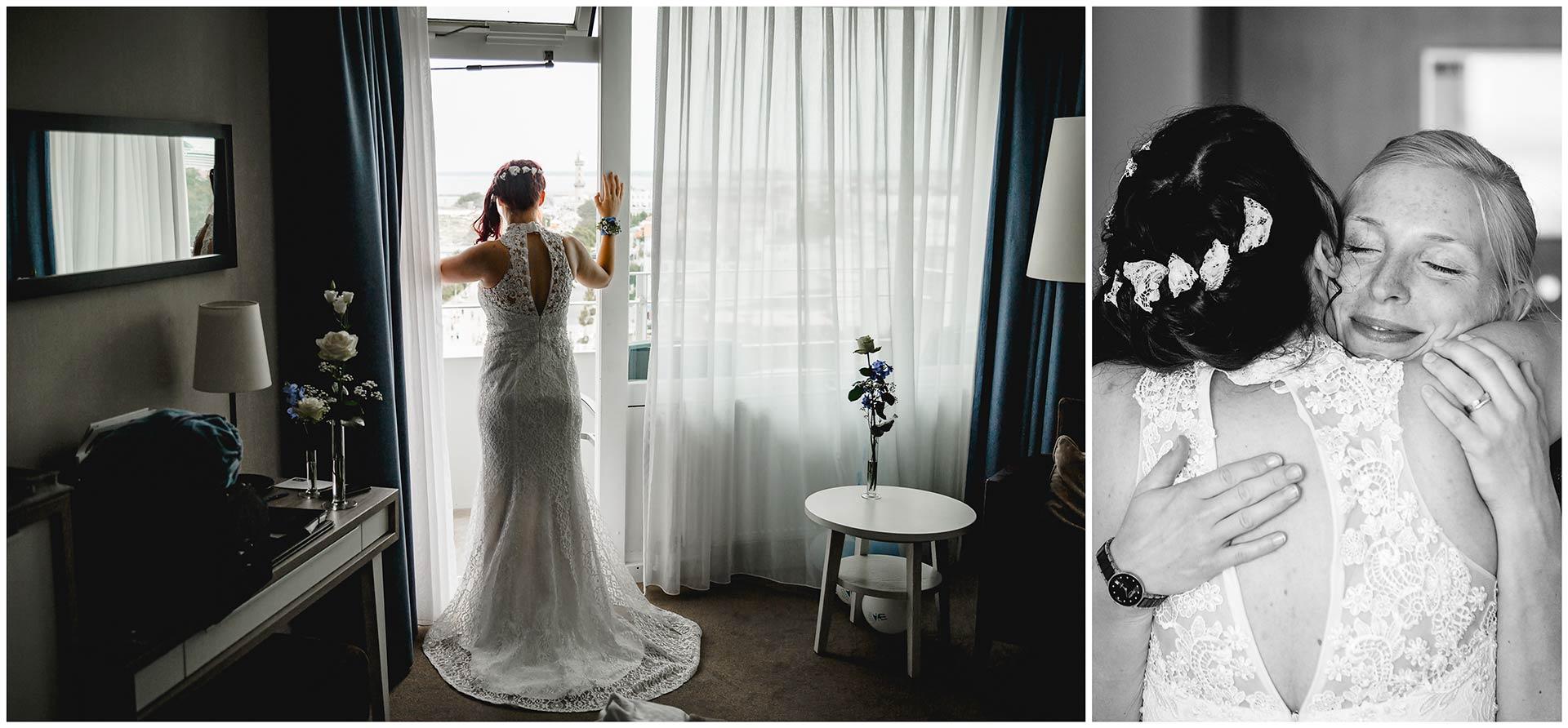 Foto-1-Braut-im-Hochzeitskleid-von-hinten-von-hinten-Foto-2-Braut-umarmt-Trauzeugin-Hochzeitsfotograf-Warnemuende-Rostock-Hochzeitsfotograf-Ostseebad-Warnemuende