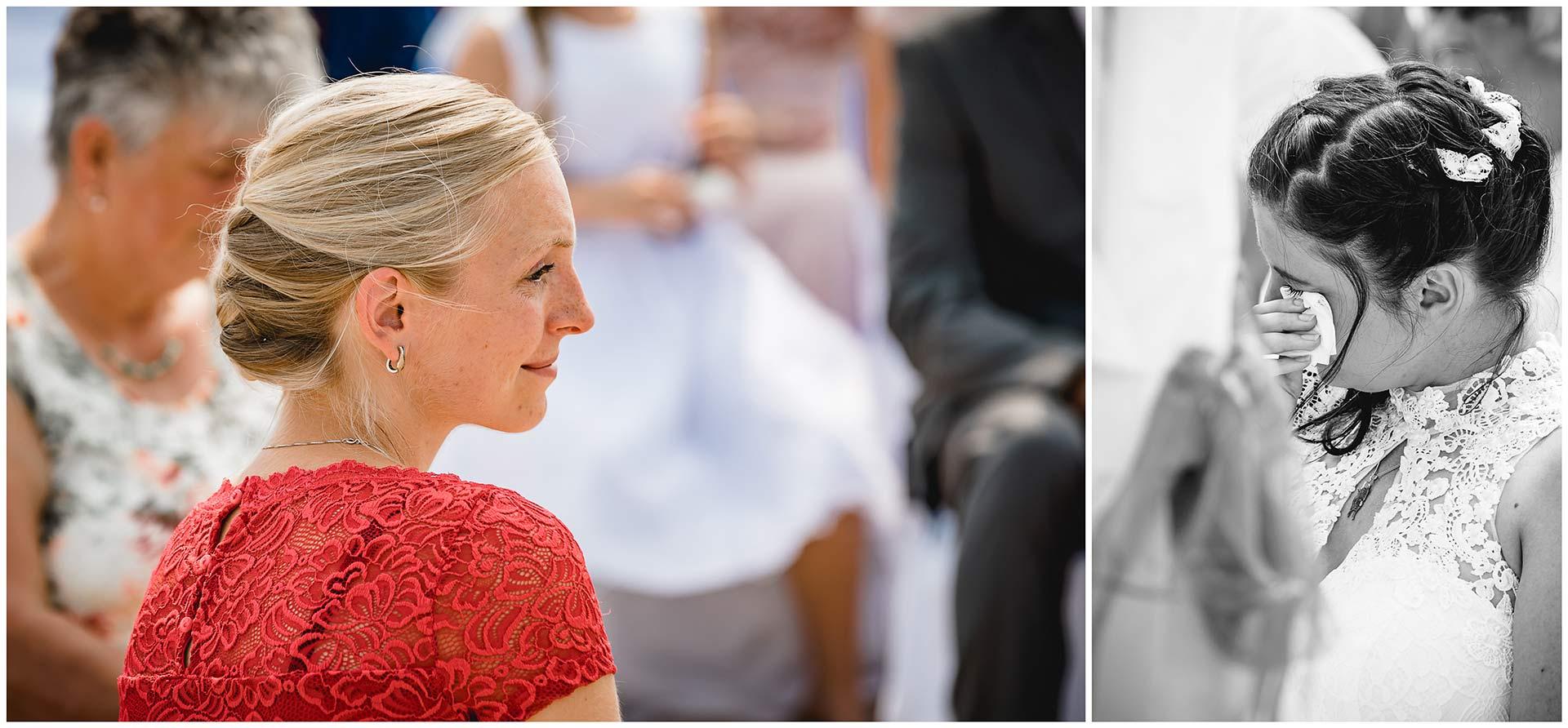 Foto-1_Portraitfoto-der-Trauzeugin_Foto-2_Braut-wischt-sich-die-Traenen-weg-Hochzeit-am-Strand-Hochzeitsfotograf-Warnemuende-Hochzeitsfotograf-Rostock-Hochzeitsfotograf-Ostseebad-Warnemuende
