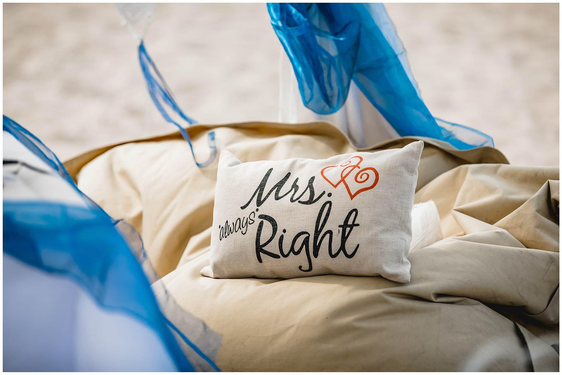 Dekokissen_Mrs-always-right-Hochzeit-am-Strand-Hochzeitsfotograf-Warnemuende-Hochzeitsfotograf-Rostock-Hochzeitsfotograf-Ostseebad-Warnemuende