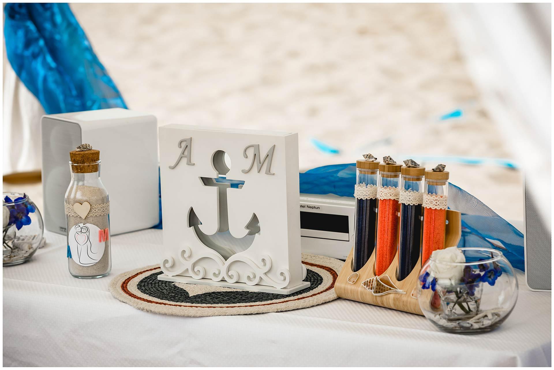 Gefaess-und-Sand-für-Sandzeremonie-Hochzeit-am-Strand-Hochzeitsfotograf-Warnemuende-Hochzeitsfotograf-Rostock-Hochzeitsfotograf-Ostseebad-Warnemuende