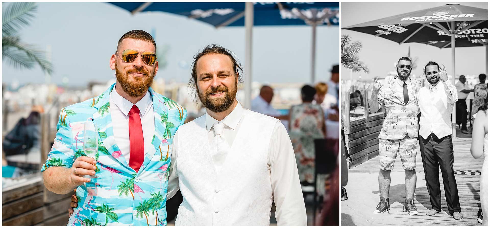 Braeutigam-zusammen-mi- Bruder-der-Braut-Hochzeit-am-Strand-Hochzeitsfotograf-Warnemuende-Hochzeitsfotograf-Rostock-Hochzeitsfotograf-Ostseebad-Warnemuende