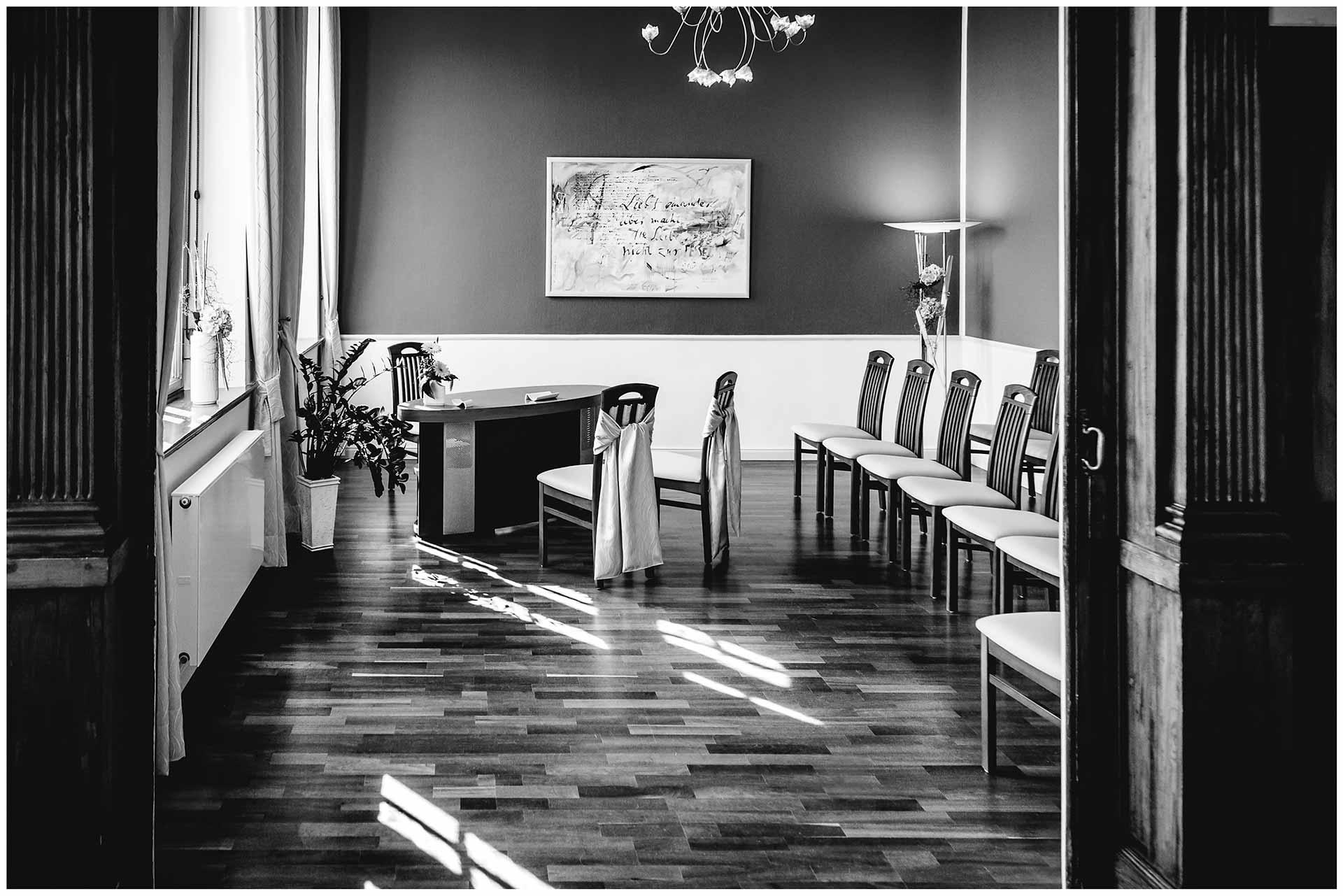 noch leerer Trausaal im Rathaus Teterow - Hochzeitsfotograf in Teterow