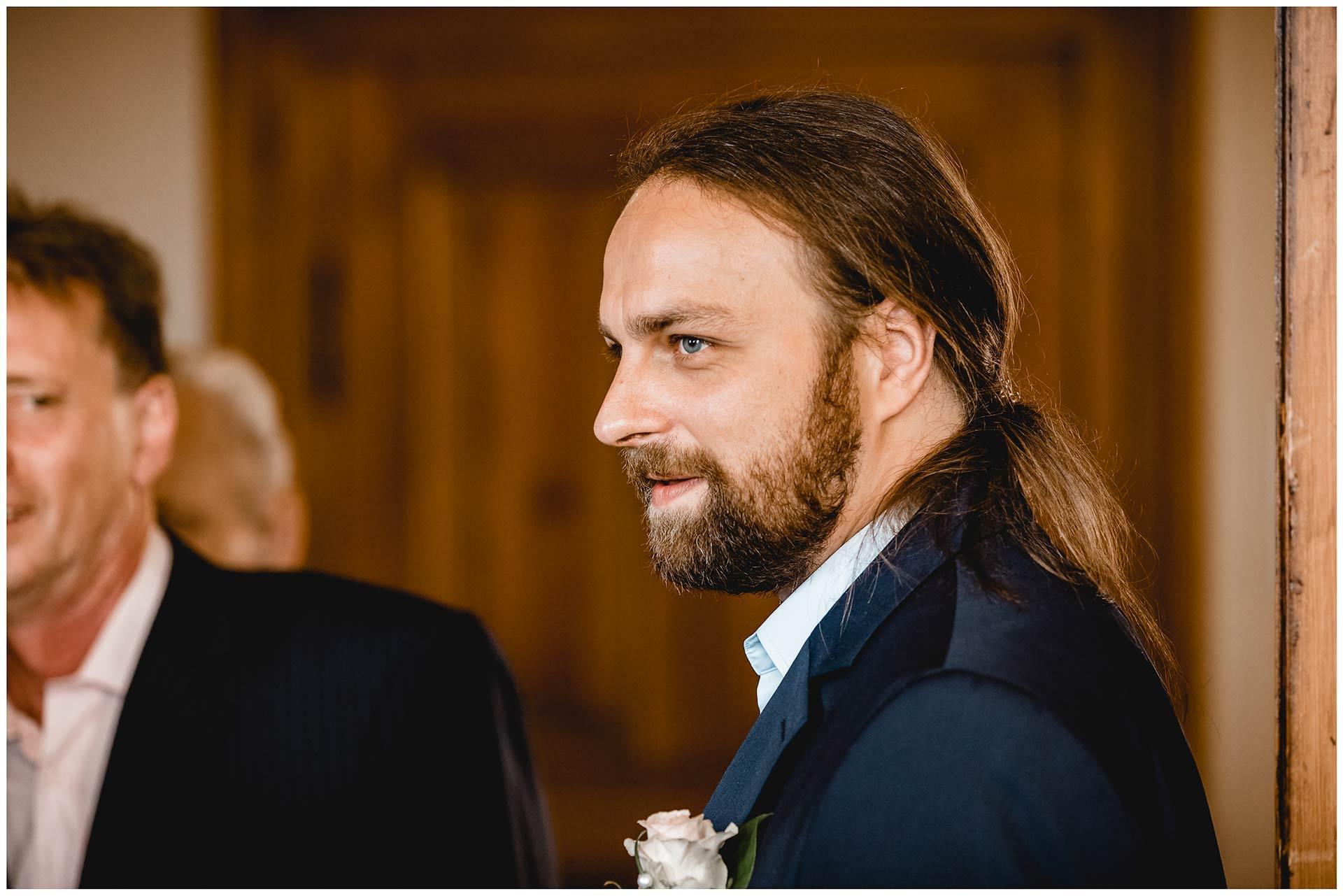 First look, Bräutigam sieht zum ersten Mal seine Braut am Hochzeitstag - Hochzeitsfotograf in Teterow