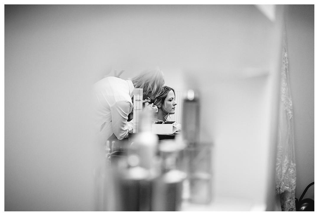 Hochzeitsfotograf Rostock - Braut-wird-frisiert - Fotograf Rostock - Hochzeitsfotograf Villa Papendorf