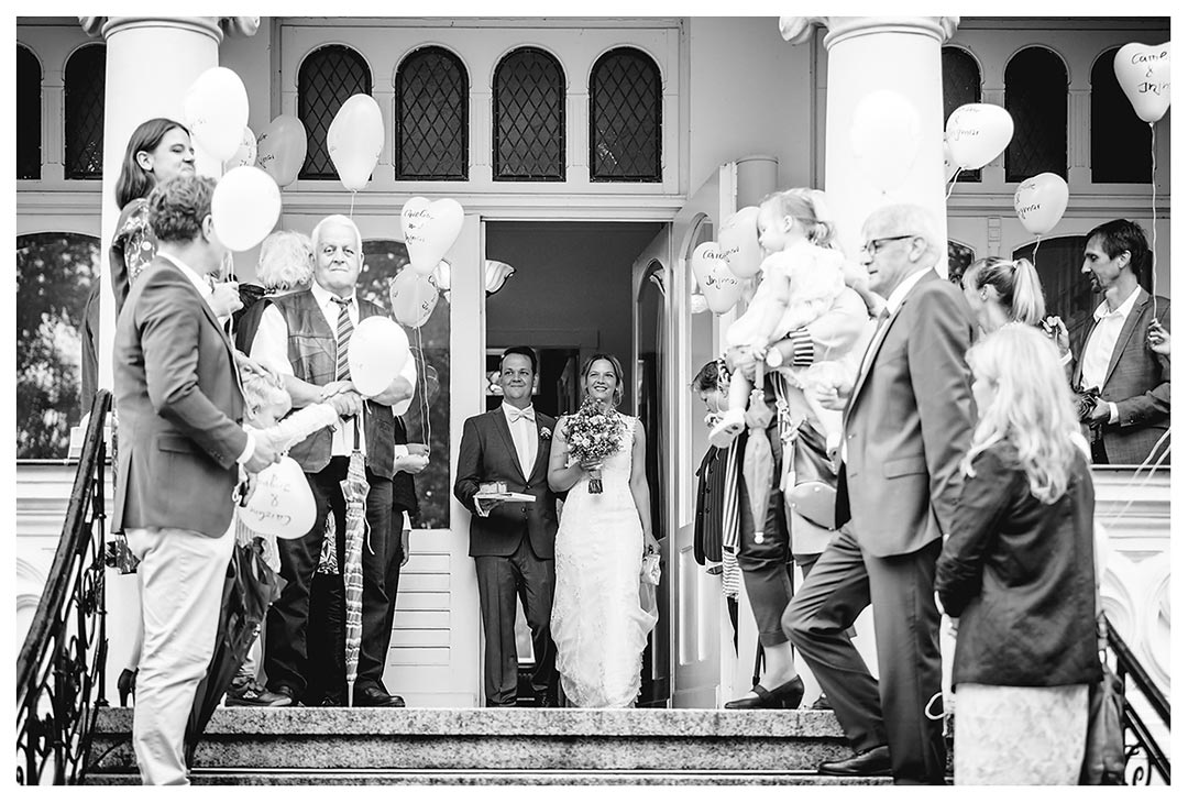 Hochzeitsfotograf Rostock - Ehepaar kommt aus Villa Papendorf -Fotograf Rostock - Hochzeitsfotograf Villa Papendorf