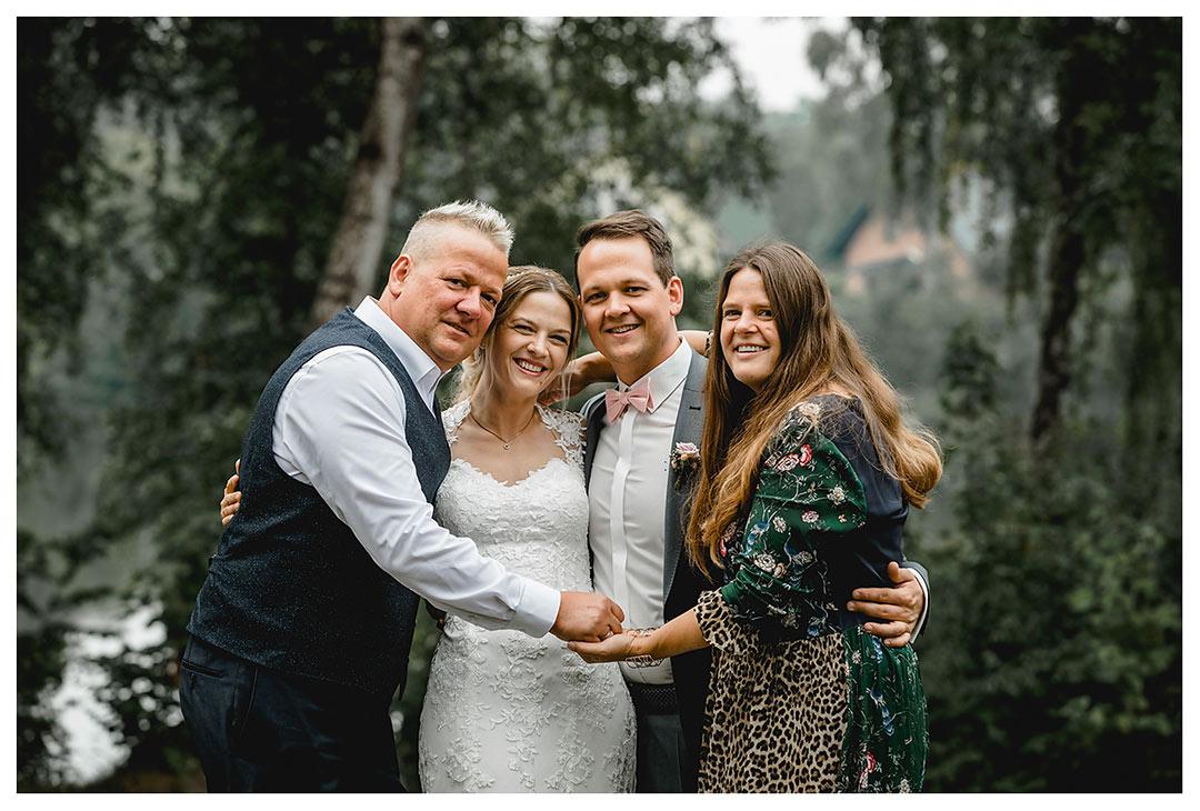 Hochzeitsfotograf Rostock - Gruppenfoto - Brautpaar mit Trauzeugen - Fotograf Rostock - Hochzeitsfotograf Villa Papendorf