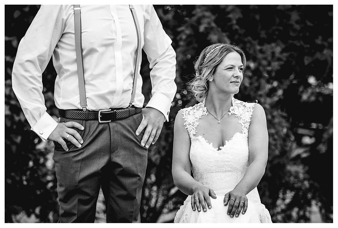 Hochzeitsfotograf Rostock - Portrait der Braut und Brätigam steht daneben - Fotograf Rostock - Hochzeitsfotograf Villa Papendorf