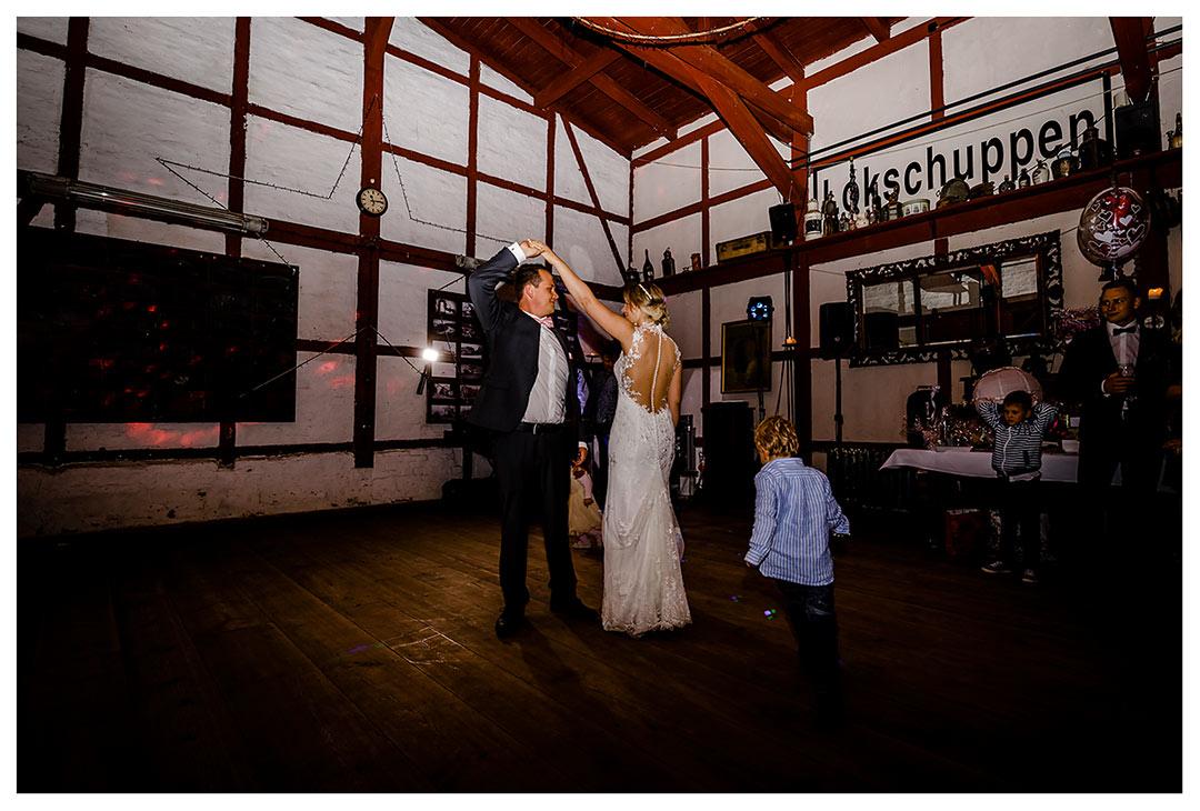 Brautpar beim Hochzeitstanz - Lokschuppen Rostock