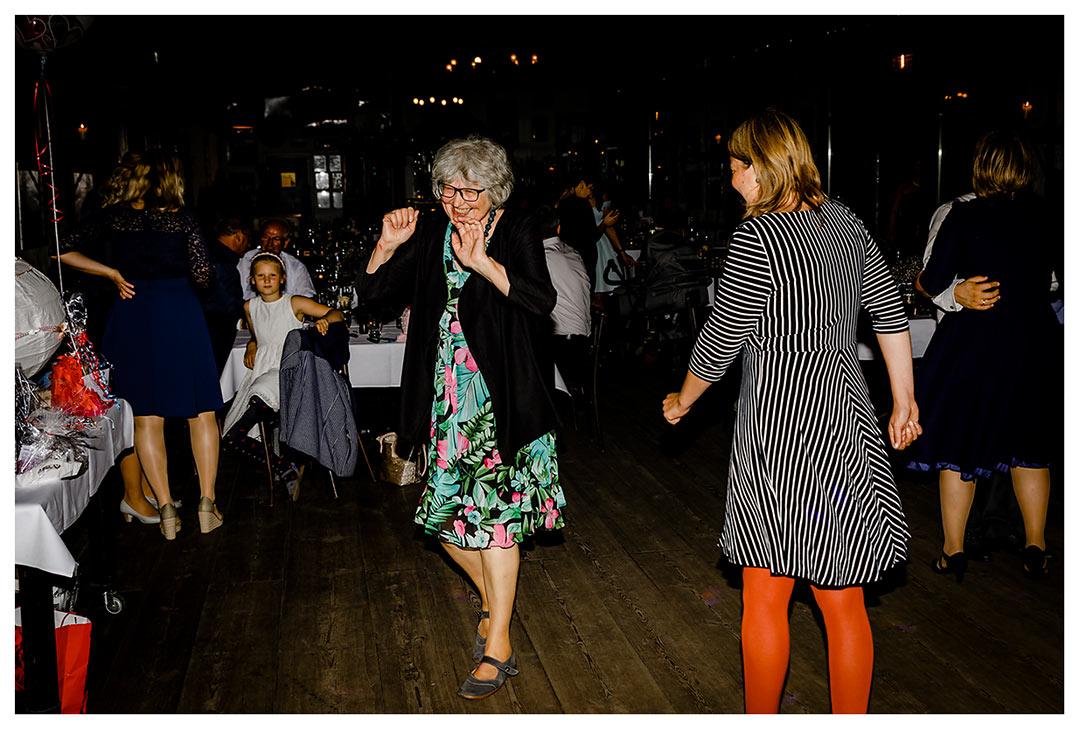 Hochzeitsgäste tanzen - Lokschuppen Rostock
