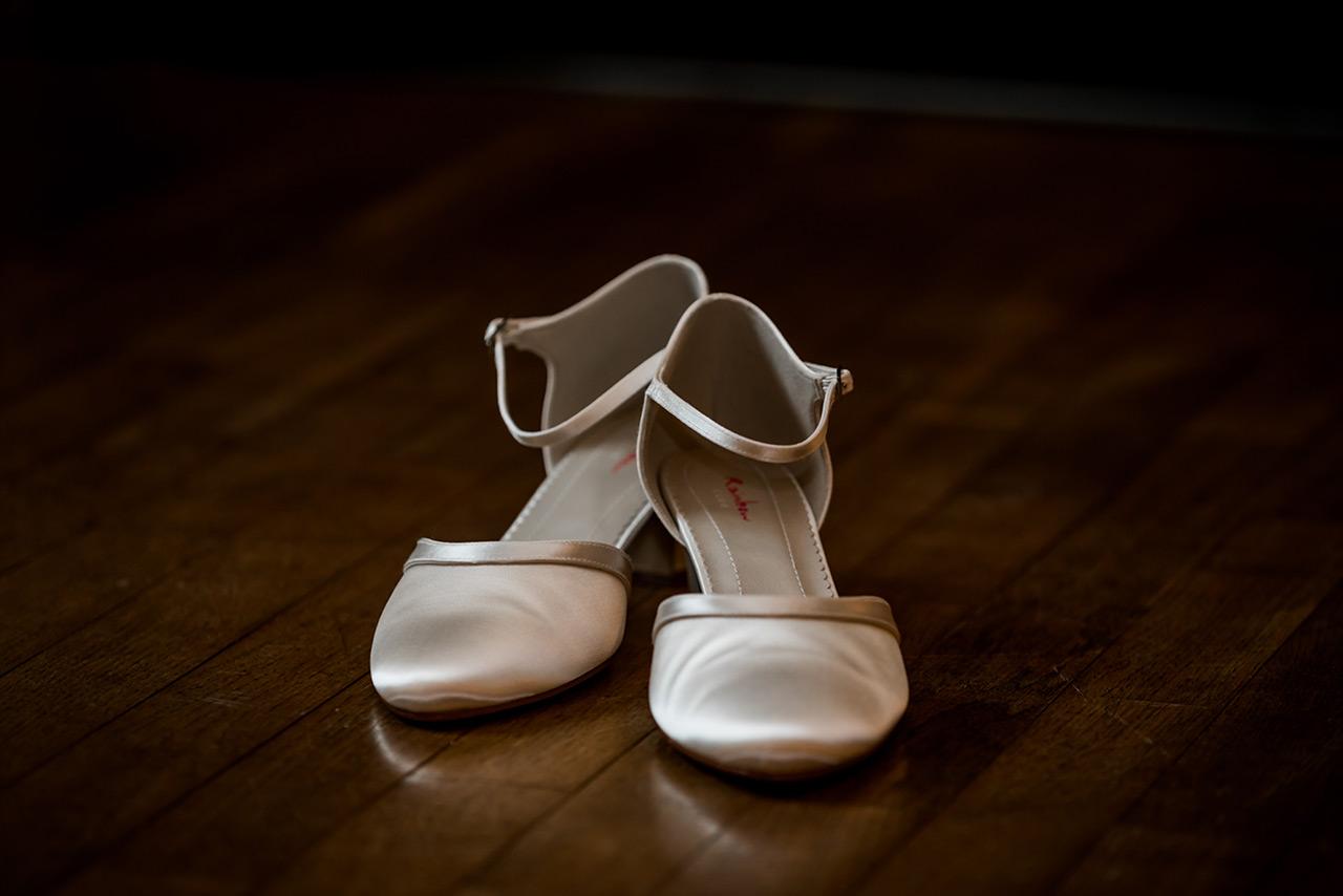 Schuhe der Braut - Hochzeitsfotograf Bredenfelde - Hochzeitsfotograf