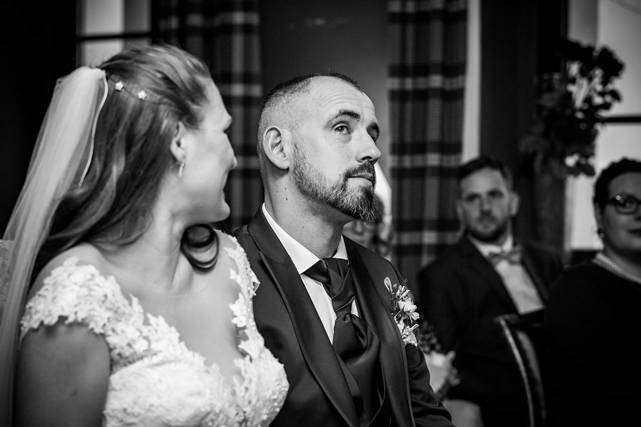 Bräutigam ist sehr gerührt den Tränen nah - Hochzeitsfotograf