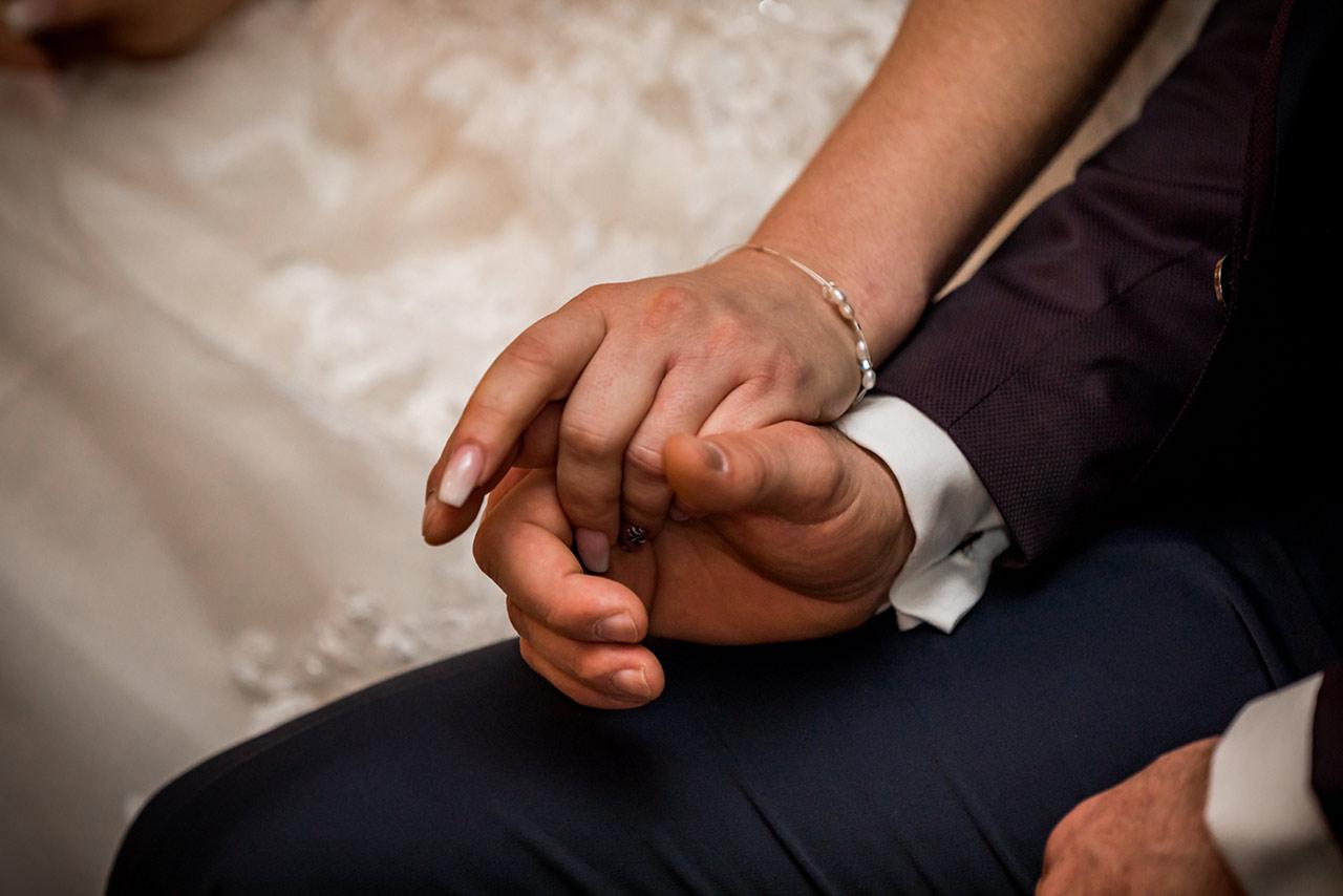 Nahaufnahme Hände des Hochzeitspaares - Hochzeitsfotograf
