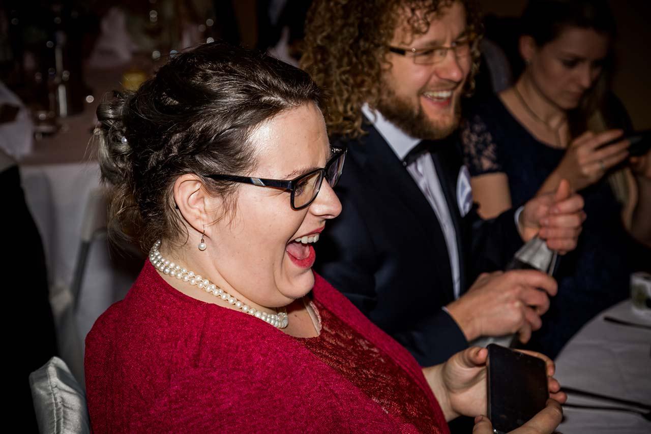 Hochzeitsgast lacht herzlich - Hochzeitsfotograf Rostock